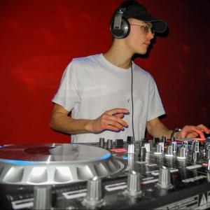 Charts playlists by Serato DJs