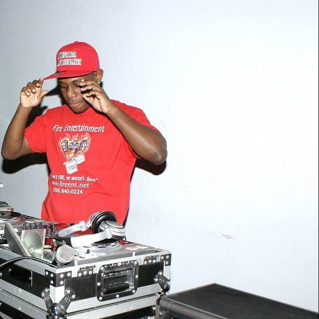 FIRE ENT. PRESENT D.F.S. MIXTAPE 2014SUMMER EDDITION MIX BY DJ FIRESTARTA (HIP HOP - R&B - HOUSE - R