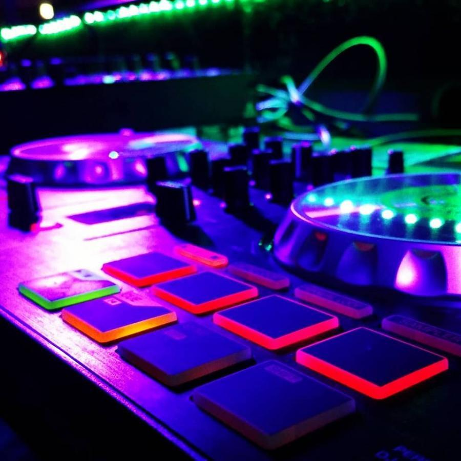 Ladies Night at the Lounge (LIVE mix)